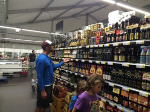 Us shopping at the market in dutch