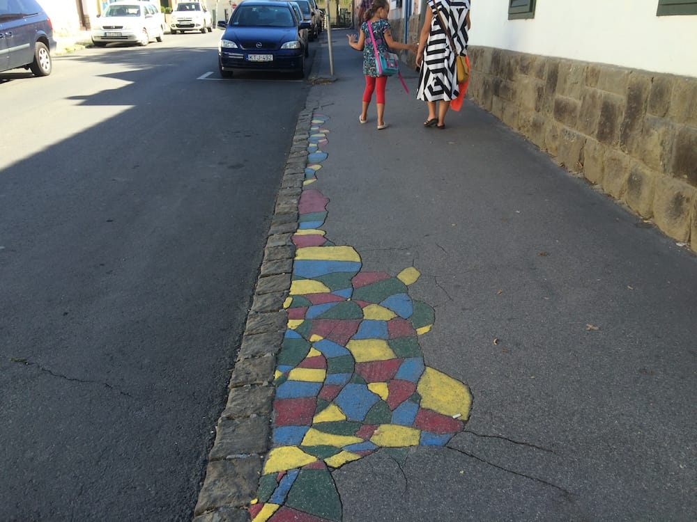 It's very cool that cracks in footpaths are turned into art in and around Budapest
