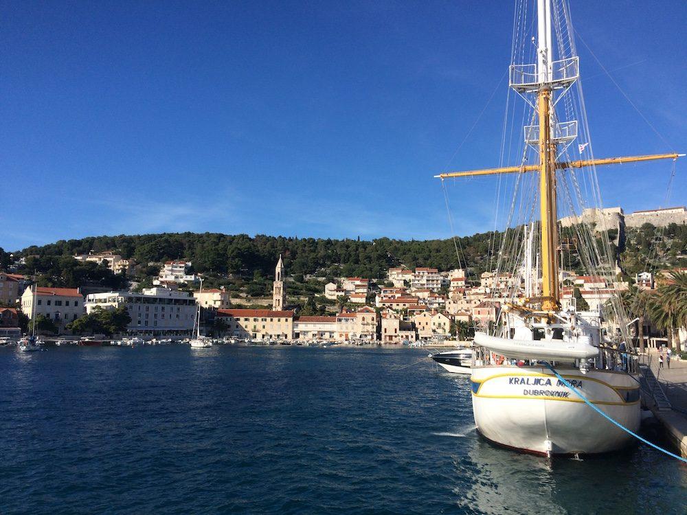 Hvala, a port on the way to Vela Luka