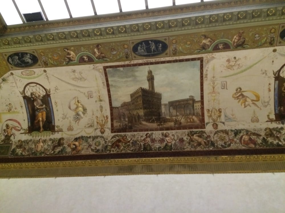 The ceiling of the Uffizi has artwork too